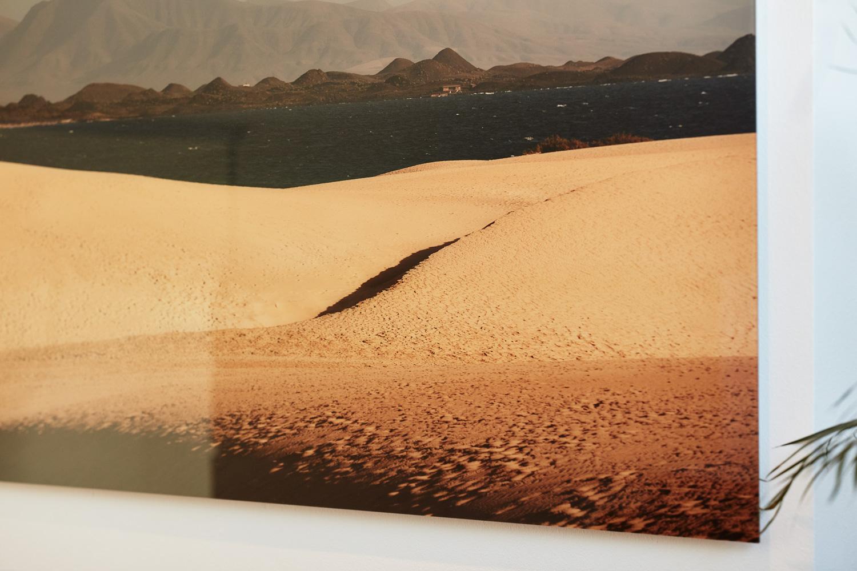 """""""Der kleine Mensch"""" (Fuerteventura Projekt 2017), auf Diasec von Fotograf Nino Strauch"""