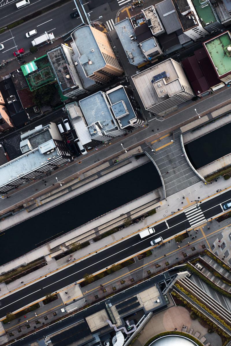 Ein senkrechter Blick vom 450m hohen Skytree-Tower auf Tokio/ Japan, 2014